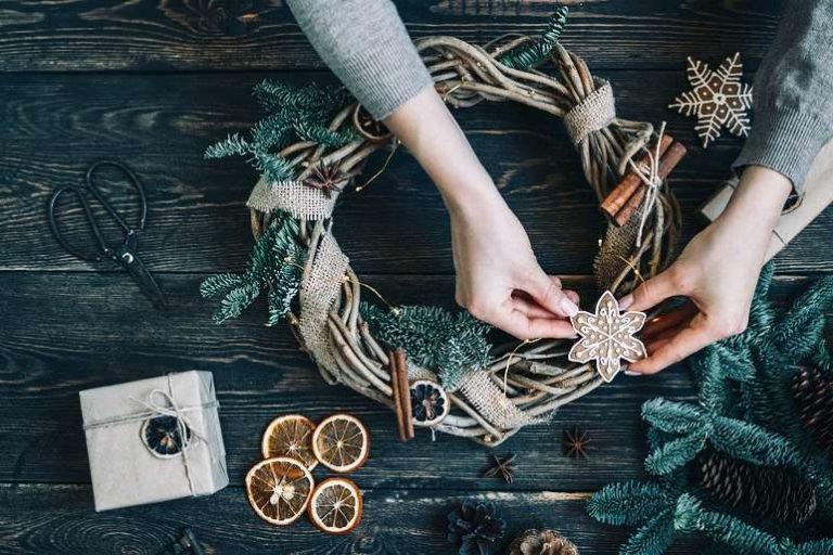 Making Natural Christmas Wreath