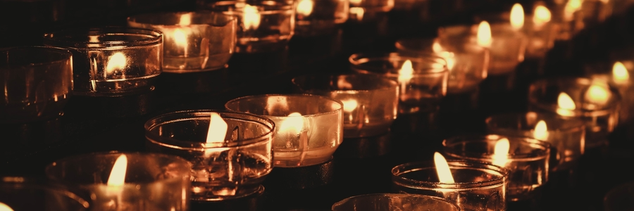 Rows of Candles, Ritual